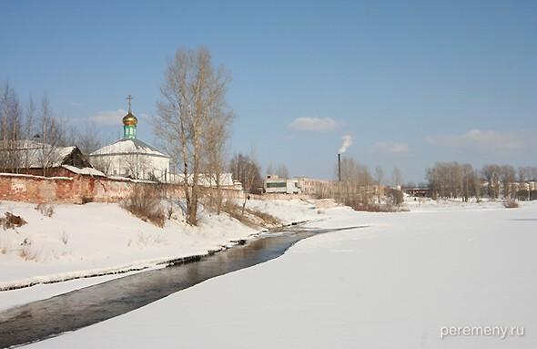 Боровичи, река Мста, Духов монастырь. Фото Олега Давыдова