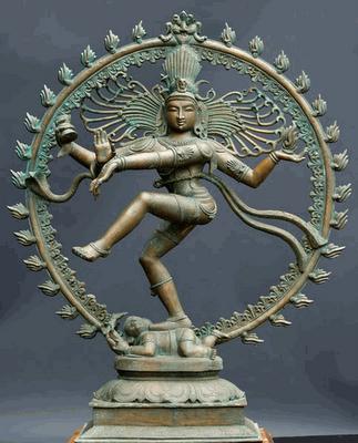 Танцующий Шива, он же - Натараджа, что с санскрита переводится как Владыка Танца. Индийцы называют жизнь космическим танцем (тАндава нрИтья), и Шиве отводится в этом процессе самая важная роль: он главный исполнитель этого действа. Пока танцует бог Шива, живут все существа. Прекращение этого танца означает прекращение жизни и начало распада.
