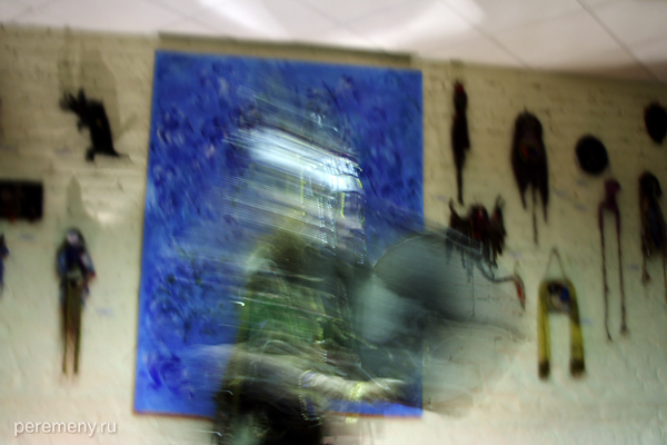 Вера Сажина. Обряд очищения бубном. Фото: Ольга Молодцова