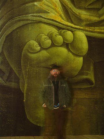 Олег Кулик на фотографии Дмитрия Гутова - тоже один из экспонатов выставки