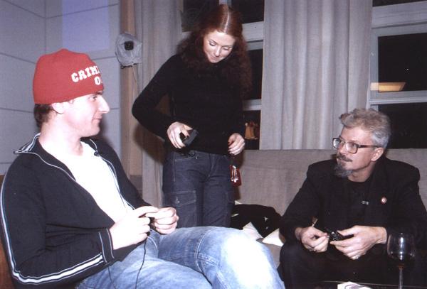 на фото - Шаповалов, Лимонов и одна из солисток Тату - примерно через три месяца после этого интервью, во времена проекта Поднебесная