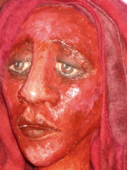 Марина Янева. Красный. Папье-маше.