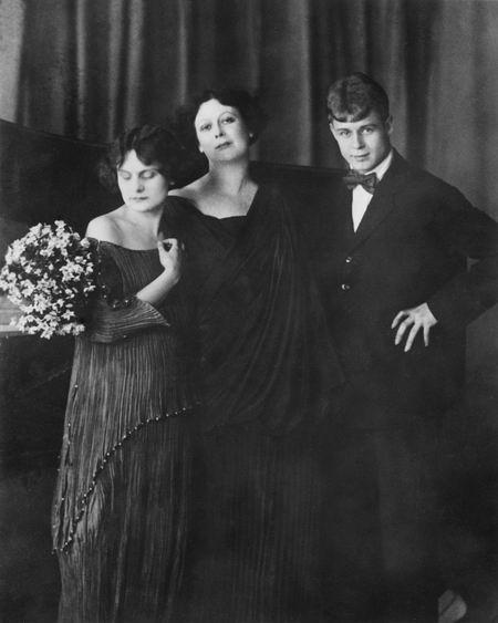 Есенин, Айседора и ее сестра