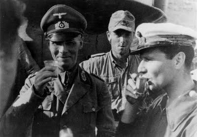 фашисты выпивают