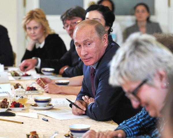 Владимир Путин и писатели