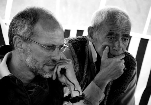Александр Гордон и Гарри Гордон на съёмках фильма «Огни притона» (2011). Фото с сайта журнала СЕАНС