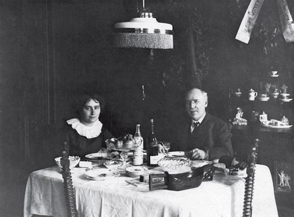 Федор Сологуб и Анастасия Чеботаревская. Конец 19000х или начало 1910-х
