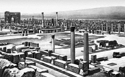 Арка Траяна в Тимгаде (в Сев. Африке) вдали.