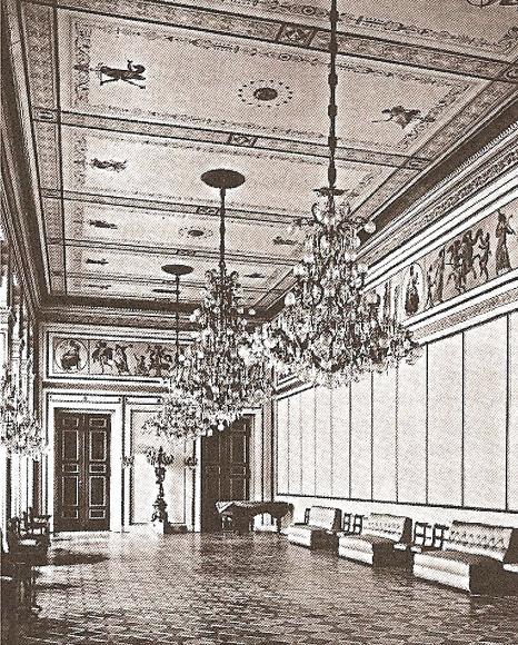 Белый зал в здании Российского посольства в Берлине  на Унтер ден Линден.