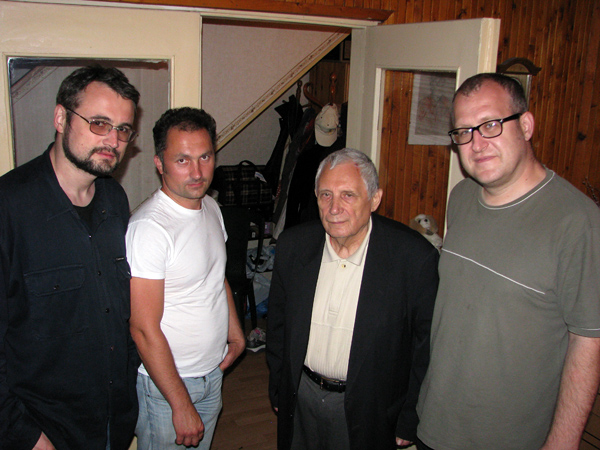Юрий Мамлеев и интервьюеры, в Переделкино, июнь 2012 г.