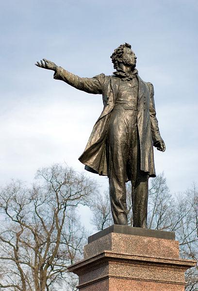 Памятник архитектора М.Аникушина