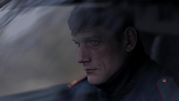 Сергей Борисов в роли милиционера, Портрет в сумерках