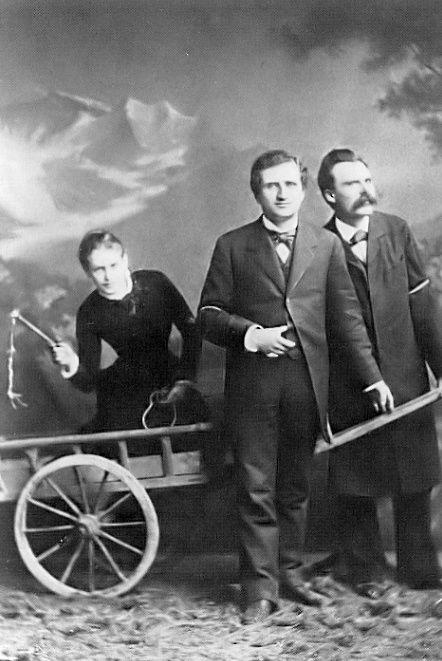 Лу Саломе в повозке, запряженной Паулем Реё и Фридрихом Ницше (1882)