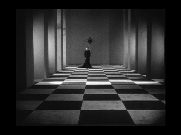 Кадр из кинофильма «Раковина и священник» (1927 г.)