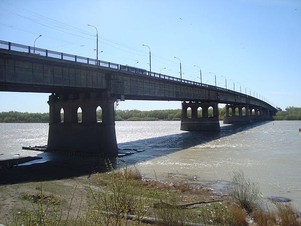 Ленинградский мост через Иртыш в Омске. Фото: Sibom