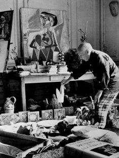 П.Пикассо в раб. кабинете