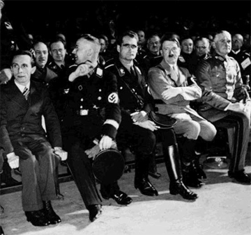 Слева от фюрера - Гесс