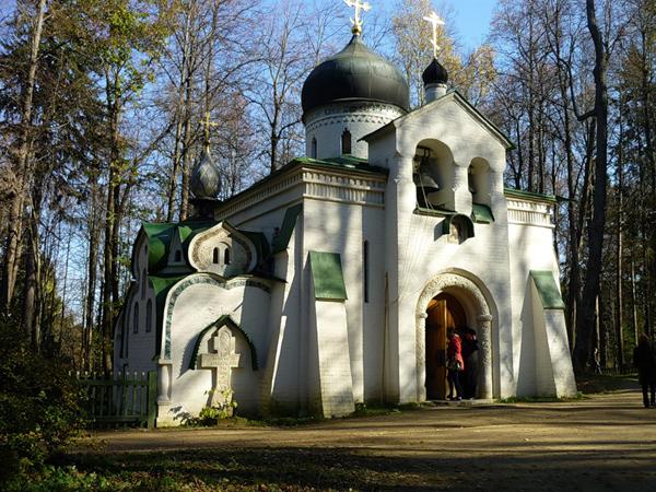 Церковь в Абрамцево. Построена по эскизу В.Васнецова