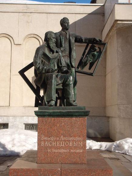 Вятка. Памятник Виктору и Аполлинарию Васнецовым