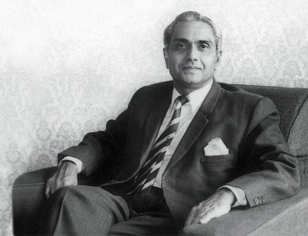 Рамеш в пору своей работы директором Банка