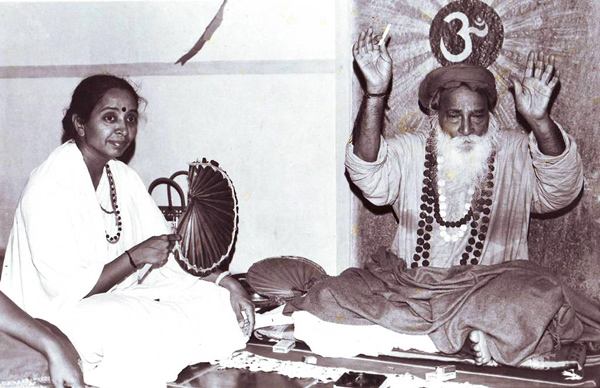 Матаджи Деваки и Йоги Рамсураткумар