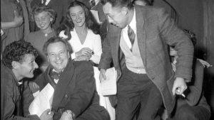 Высший свет: Камю (справа) и друзья в его пьесе «Осада государства», 1948 г.