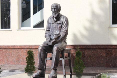 Памятник Солженицыну в Белгороде