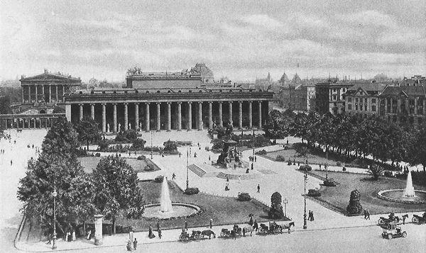 Берлинский музей в Люстгартене на той самой Унтер ден Линден, где поссорились Достоевские.