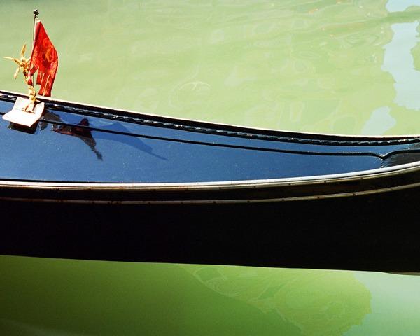 Работа из цикла «Венеция на плаву» (2005-2007, аналоговая фотография)