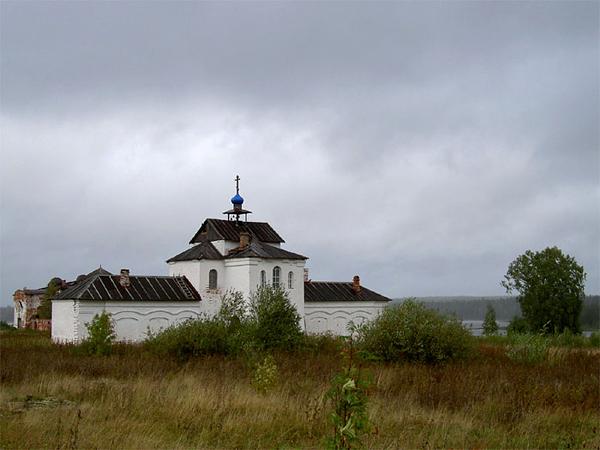 Надвратная церковь Богоявленского монастыря на Кожозере. Фото Андрея Третьякова
