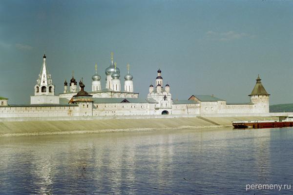 Желтоводский монастырь. Вид с Волги. Фото Олега Давыдова