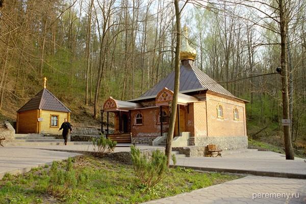 На источнике около Тихоновского Преображенского монастыря. Фото Олега Давыдова
