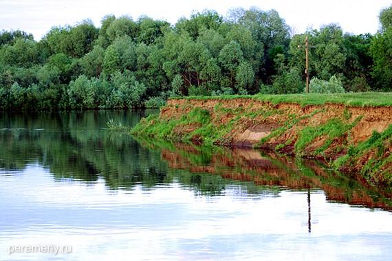 Место впадения Нерли в Клязьму. Крест стоит на том месте, где князю Андрею было видение. Фото Олега Давыдова