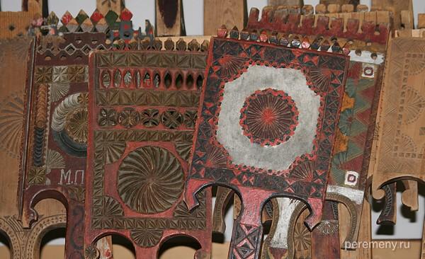 Многообразие прялок в Тотьминском краеведческом музее. Фото Олега Давыдова