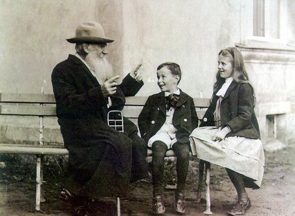 Толстой с внуками