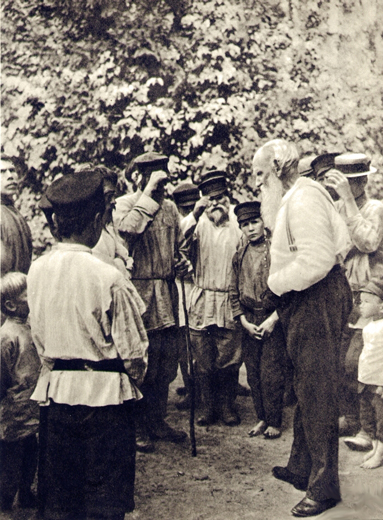 Лев Толстой среди крестьян. 1909 год