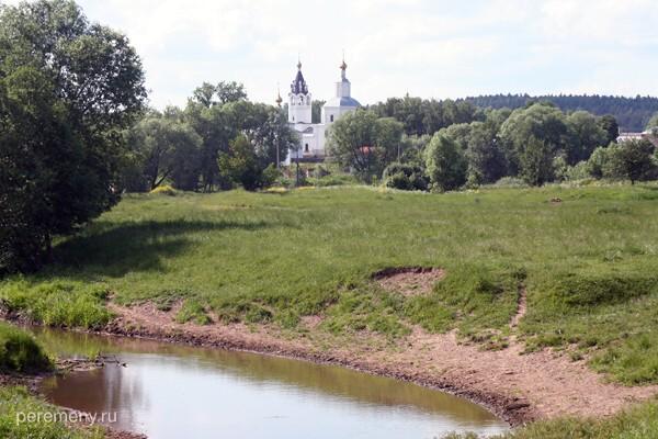 Николо-Волосов монастырь под Владимиром. Кадр сделан примерно от того места, где, как считают, было капище Волоса. Фото Олега Давыдова