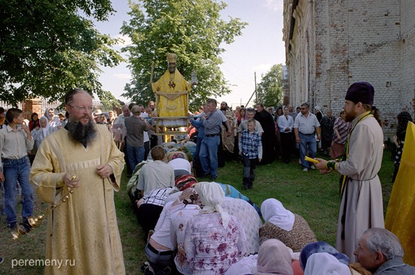 Ижеславль Рязанской области. Этот местный праздник Николы проводится 28 июня, то есть очень близко ко времени летнего солнцеворота (22 июня). Фото Олега Давыдова