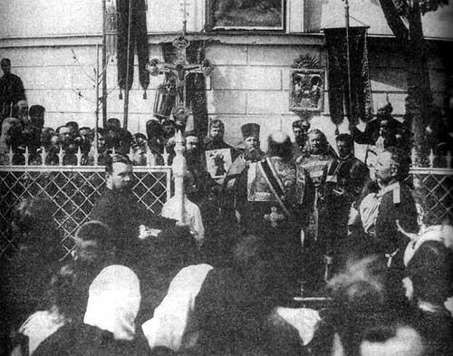 Крестный ход у алтаря Андреевского собора