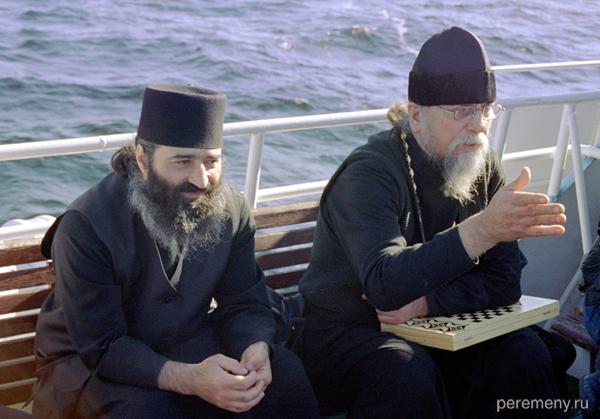 Монахи плывут на Валаам. Фото Олега Давыдова