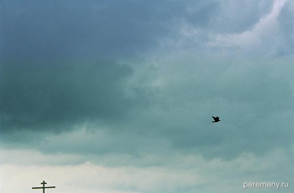 Ангел парит над местом силы Ферапонта Монзенского. Фото Олега Давыдова