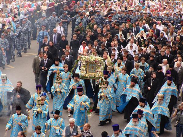 Курск. Современный крестный ход с Коренной иконой