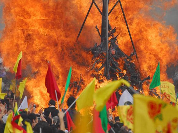 Курды празднуют Навруз