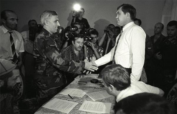 Хасавюртовские соглашения. Александр Лебедь и Аслан Масхадов