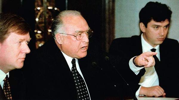 Чубайс, Черномырдин и Немцов.  5 ноября 1996 года Ельцину была проведена операция аортокоронарного шунтирования. Черномырдин исполнял обязанности Президента, когда Ельцину делали операцию