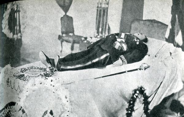 16. Когда Гоген увидел Помаре V, на чье покровительство рассчитывал, король был уже мертв.
