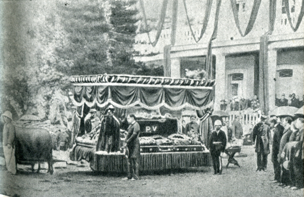 17. Опечаленный, Гоген присоединился к траурной процессии и пошел за катафалком к склепу.