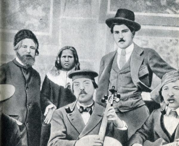 34.                      Гоген в своей мастерской на улице Версинжеторикс в начале 1894 г. Слева стоят Вильям Молар и «яванка» Анна.
