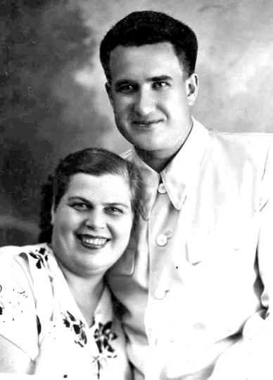 Федор Давыдович Кулаков с женой
