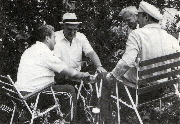 Гобачев и Андропов партнеры в игре в домино